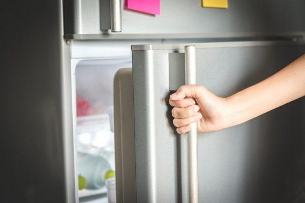 چرا در یخچال درست بسته نمیشود؟