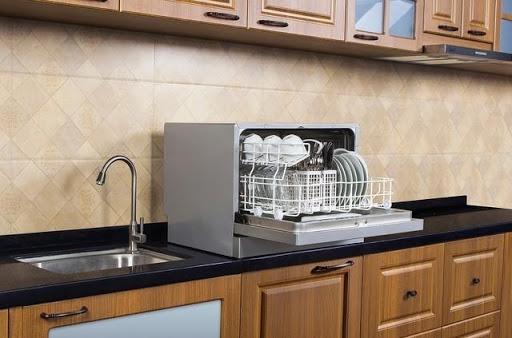 شستشوی ظروف با ماشین ظرفشویی یا با دست