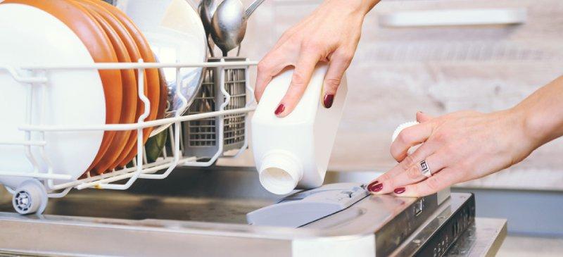 شستشو با دست به صرفه تره یا با ماشین ظرفشویی