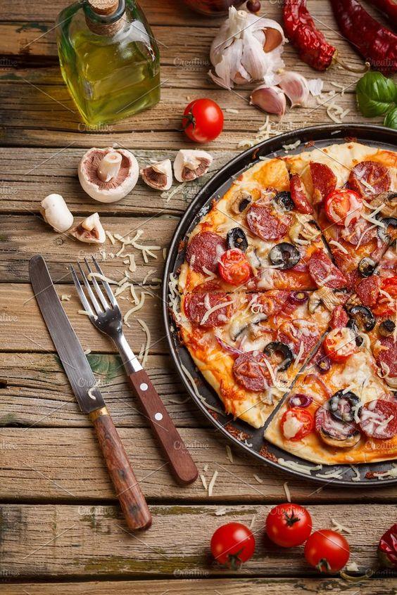 طرز تهیه پیتزا پپرونی با قارچ