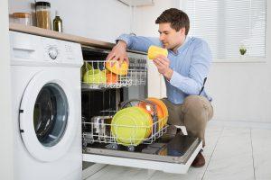 شستشوی ظروف با ماشین ظرفشویی یا با دست ؛ کدام یک به صرفهتر است؟
