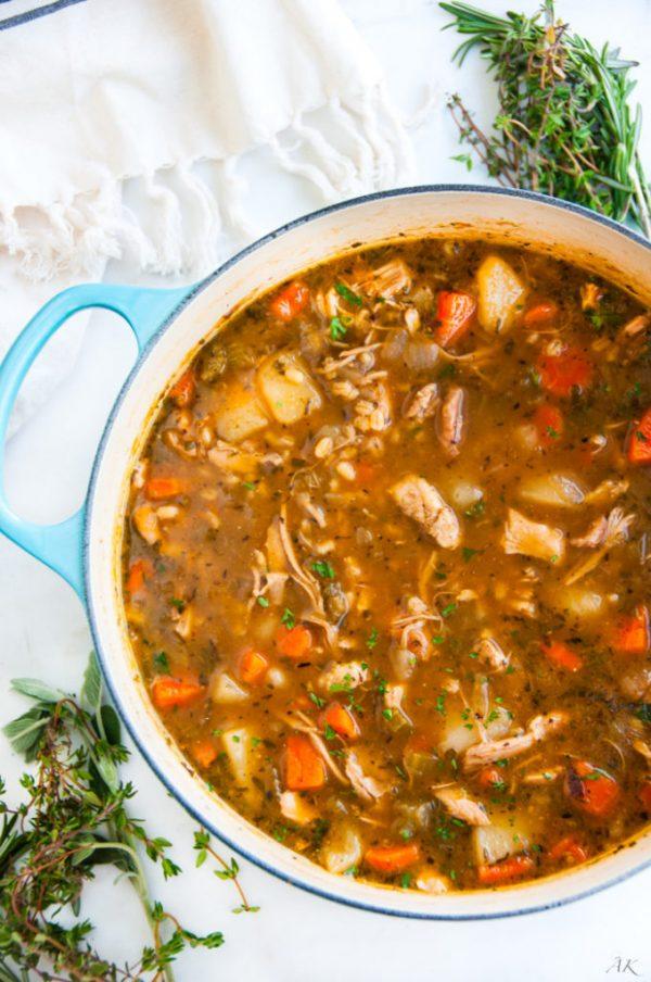 طرز تهیه سوپ جو سفید با روشهای متنوع و آسان