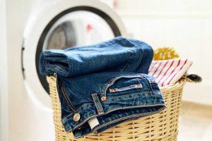 چگونه بدون آب رفتگی و دردسر شلوار جین را بشوییم