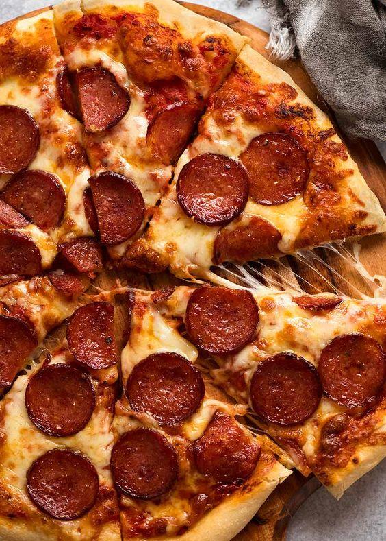 •طرز تهیه پیتزا پپرونی با قارچ
