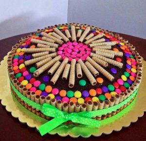 آموزش تزیین کیک ساده خانگی با خامه، شکلات و میوه