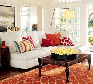 چگونه با چیدن کوسن روی مبل دکوراسیون خانه را زیباتر کنیم؟