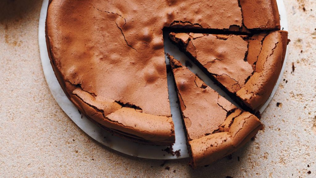 علت گنبندی شدن کیک