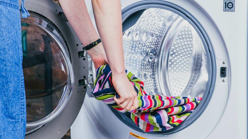 پودر ماشین لباسشویی مخصوص لباس های رنگی