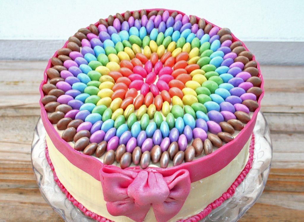 تزیین کیک خانگی با اسمارتیز