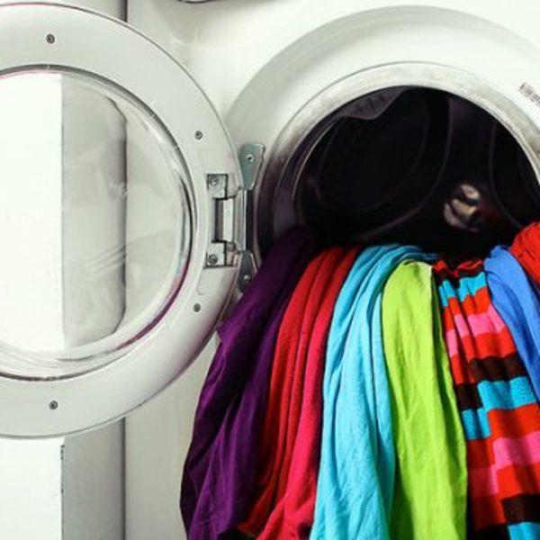 چگونه مانع رنگ پس دادن لباس ها موقع شستشو شویم؟