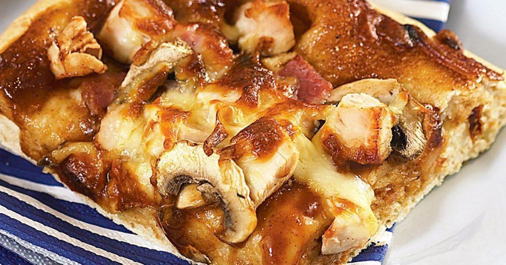 خوراک مرغ و قارچ با پنیر پیتزا