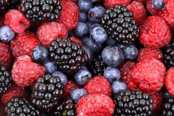 روشهای فوقالعاده موثر از بین بردن لکه میوه ها از روی لباس