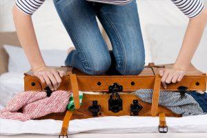 ترفندهای بستن چمدان و جلوگیری از چروک نشدن لباس