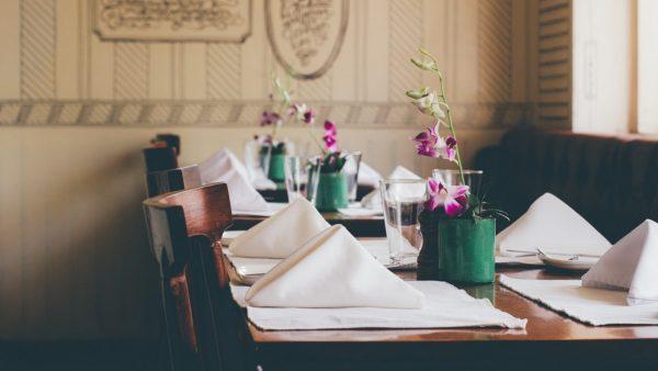 با این ترفندها بهترین چیدمان میز ناهار خوری را داشته باشید